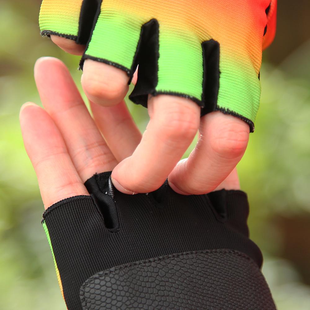 骑行手套夏季薄款防晒透气山地自行车单车户外运动开车半指手套