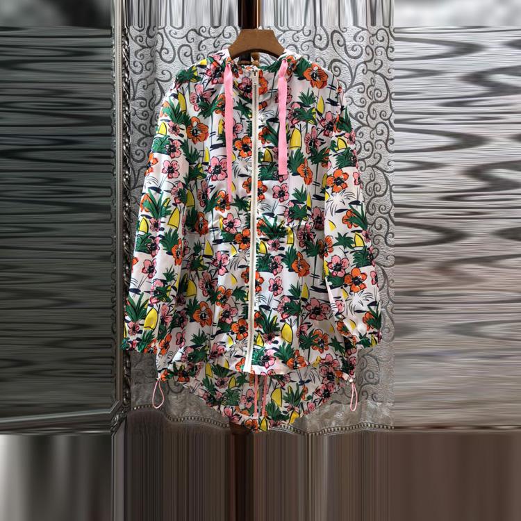 2018年春夏精品女装新款 彩色印花不规则摆拉链带帽宽松风衣外套