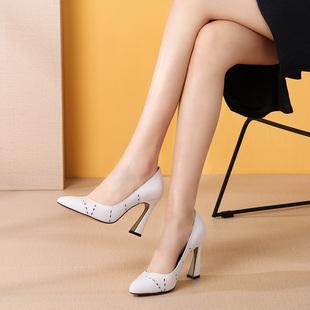 @2瓜先生2018早春猫跟真皮尖头高跟鞋礼仪白色女鞋粗跟女百搭单鞋