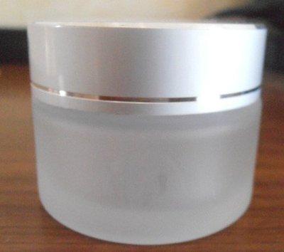 现货供应含内盖50g白色透明磨砂玻璃电化铝盖分装膏霜面霜瓶