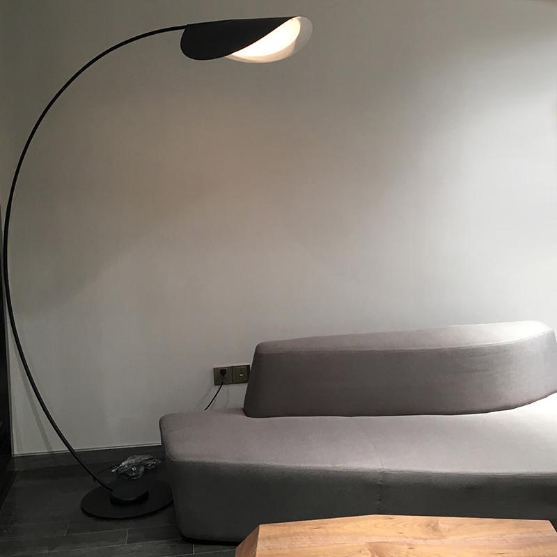 后现代客厅落地灯