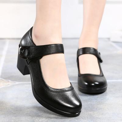 春秋新款中年女鞋职业女性工作鞋休闲皮鞋中跟大码粗跟妈妈鞋真皮