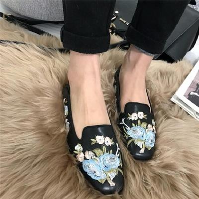 2018时尚刺绣方头中口平底平跟女士休闲单鞋女鞋杏色黑色低帮鞋