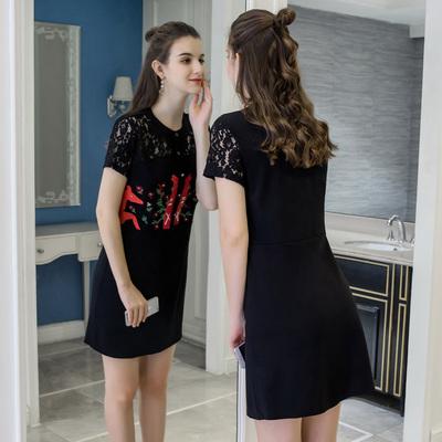 奢姿200斤胖妹妹大码女装2018夏新款镂空蕾丝拼接减龄刺绣连衣裙