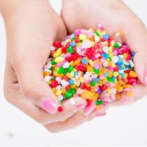 七彩石五彩色小石子儿童玩具沙决明子沙池沙滩玩具塑料白沙雪花沙