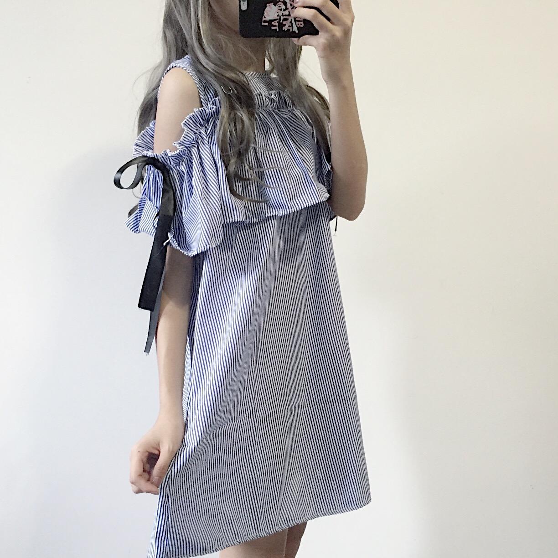 露肩条纹连衣裙中裙