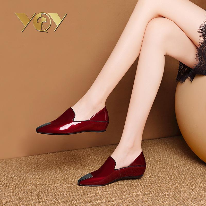 红色尖头平底单鞋皮鞋