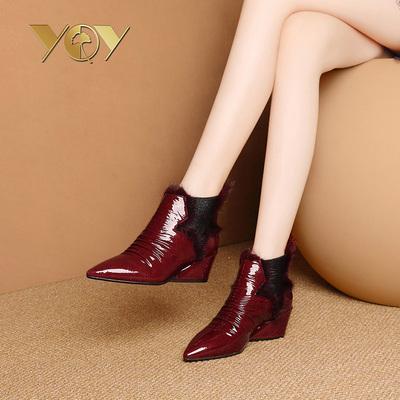靴子女短靴粗跟酒红色秋款女靴时尚貂毛秋靴女2018新款短款漆皮靴