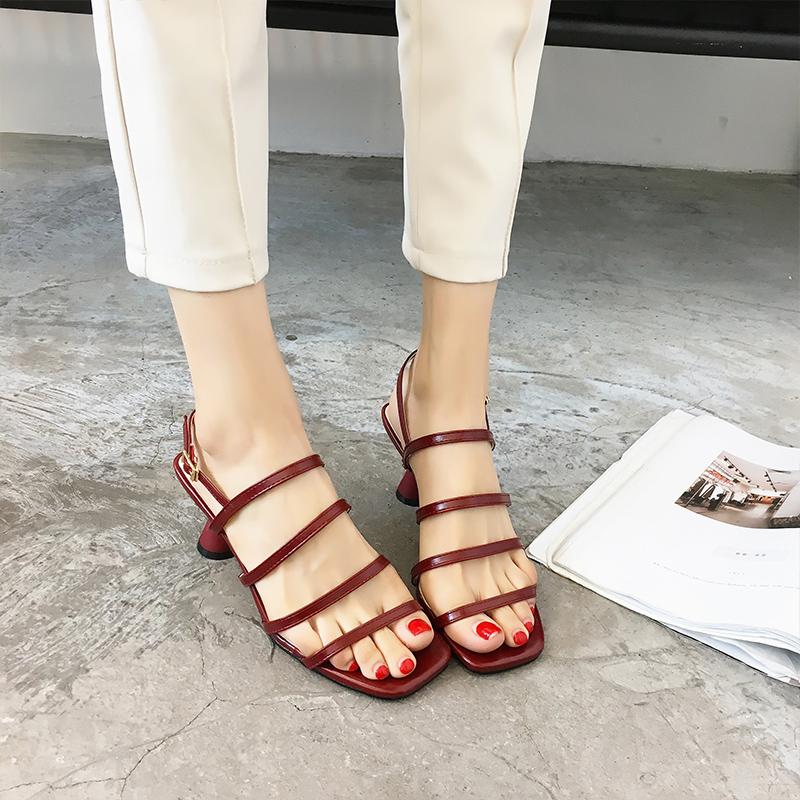 2019抖音爆款时尚方头细带凉鞋女韩版中跟简约酒杯跟女凉鞋