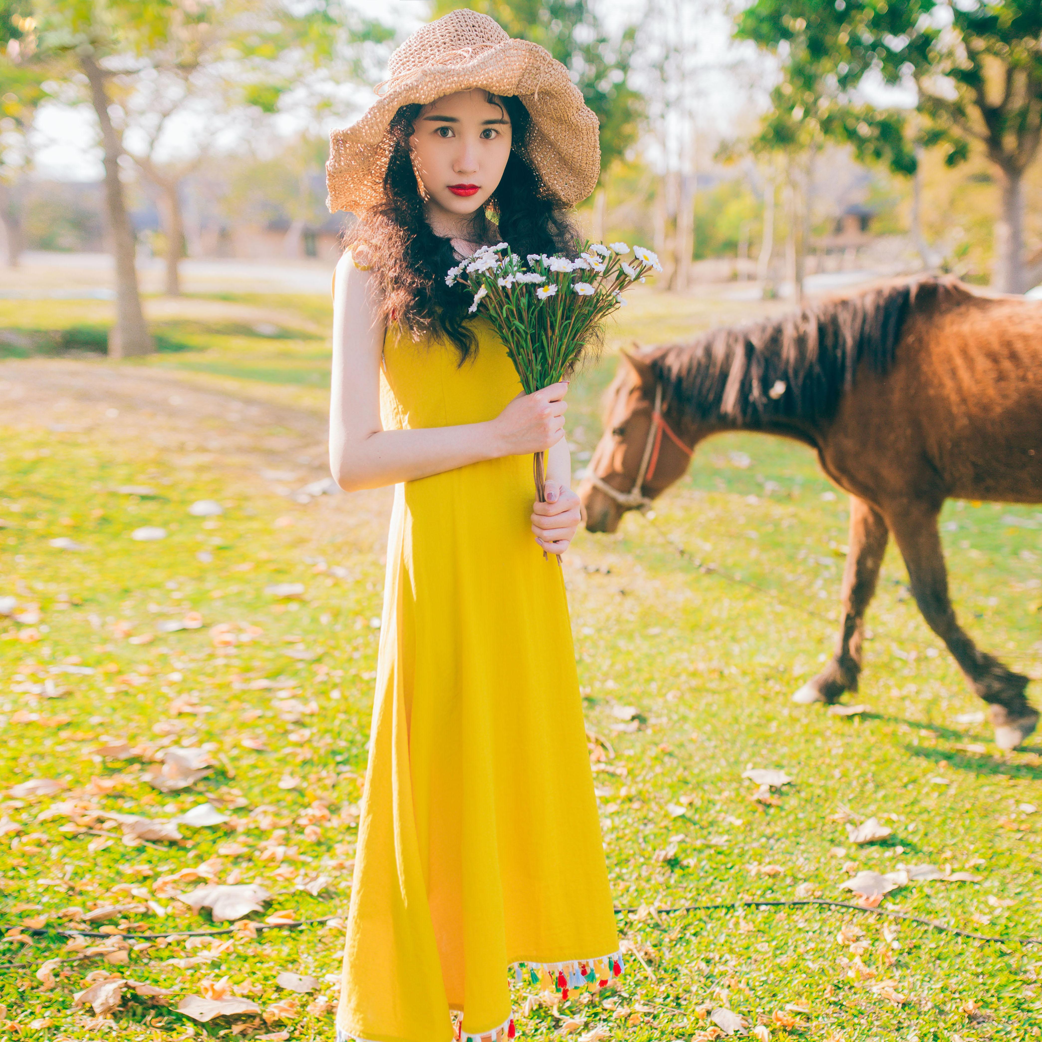 棉麻黄色吊带裙