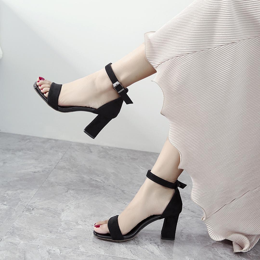 一字扣带凉鞋女粗跟2019夏季新款中跟罗马百搭黑色仙女风高跟女鞋
