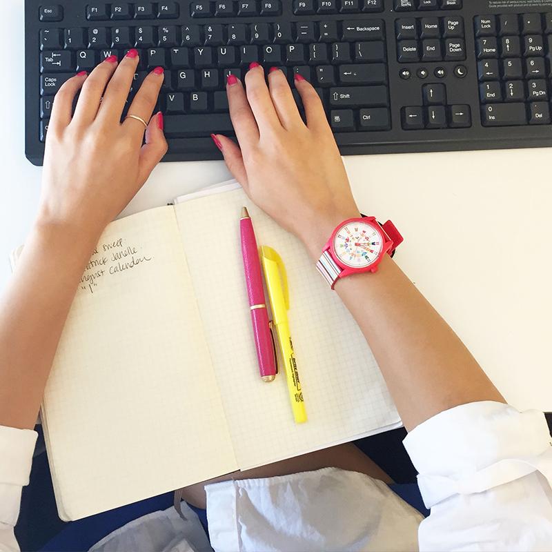 手表女时尚潮流防水学生手表女大表盘光能硅胶手表 Q & Q 西铁城