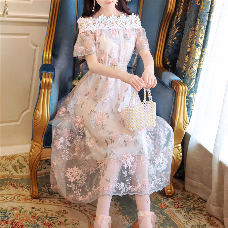 刺绣花朵袖长裙