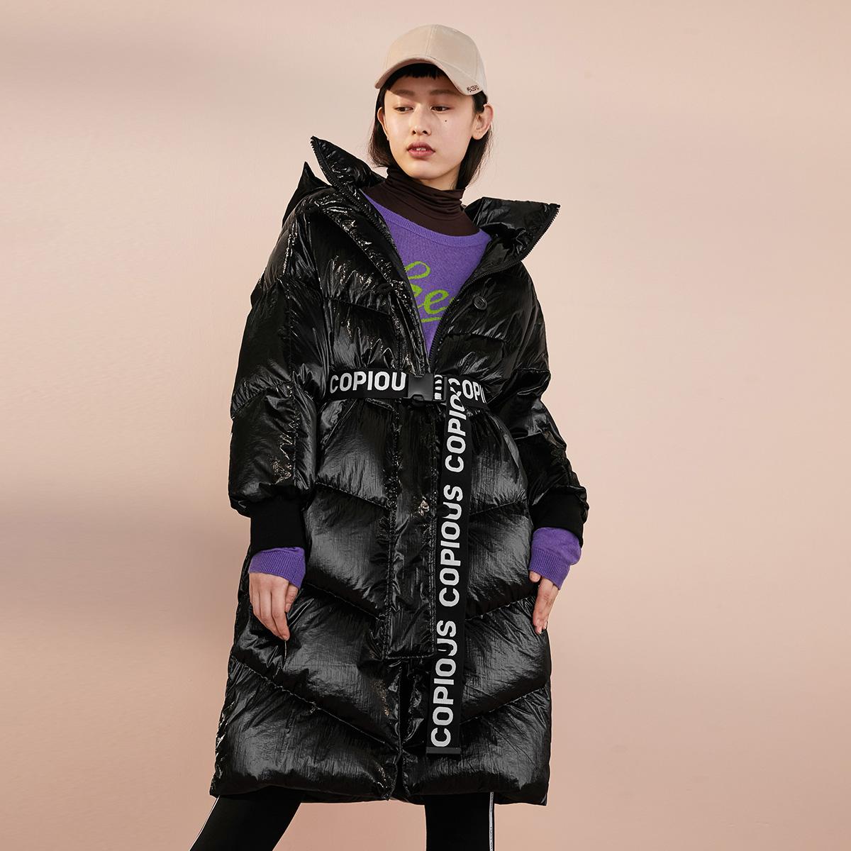 太平鸟女装亮面连帽加厚长款羽绒服秋冬新款韩版腰带收腰外套女