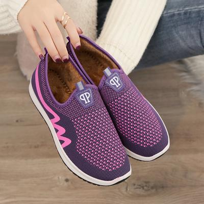 2018冬季新款老北京布鞋女加绒保暖运动鞋软底防滑妈妈鞋平底棉靴