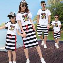 条纹沙滩亲子装夏装纯棉新款韩版母女裙一家三口卡通全家庭装套装