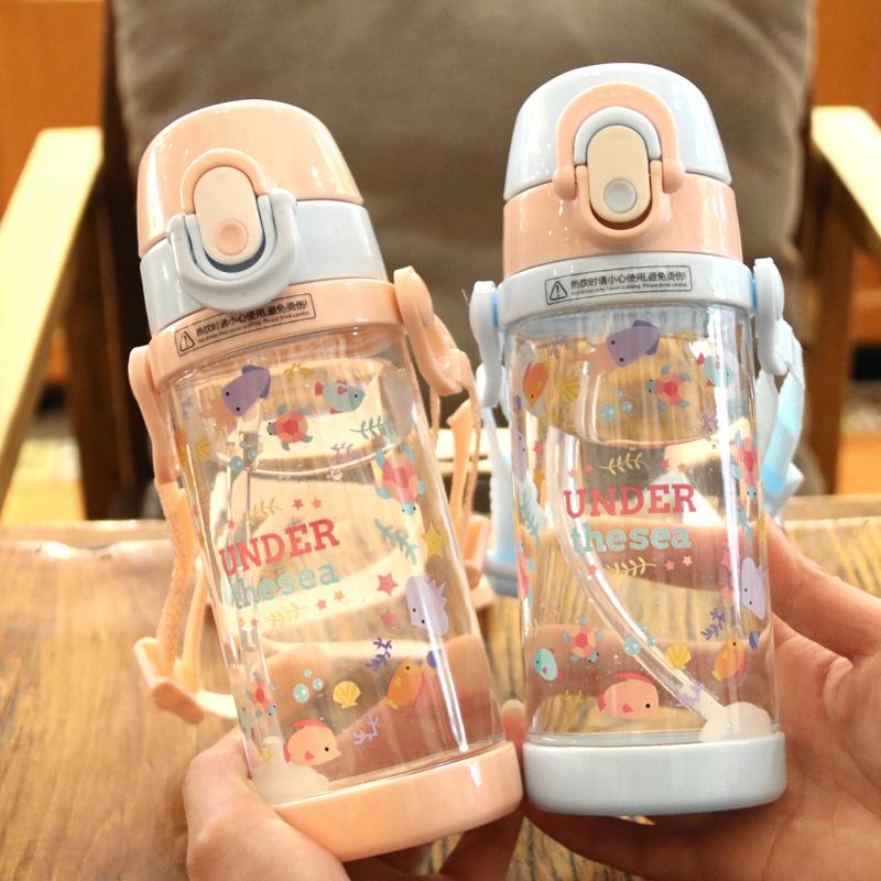 新款卡通背带儿童吸管杯学生塑料便携水杯幼儿园宝宝防摔水壶防呛