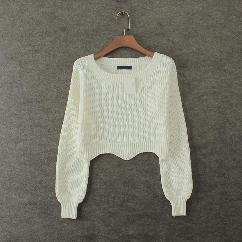 白色短款寬松下擺毛衣