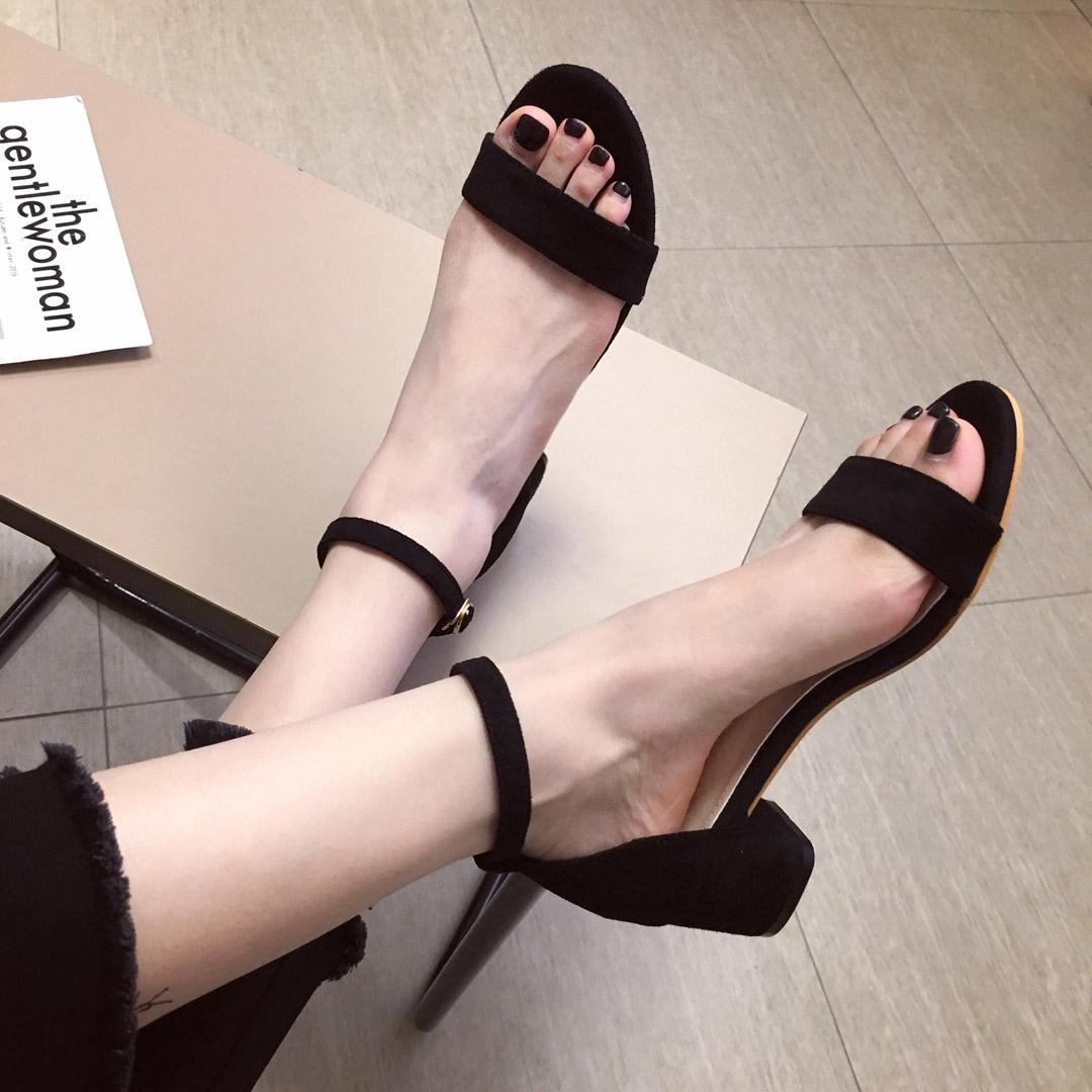 2019夏新款网红仙女风黑色百搭一字带女中粗跟凉鞋女学生简约显白