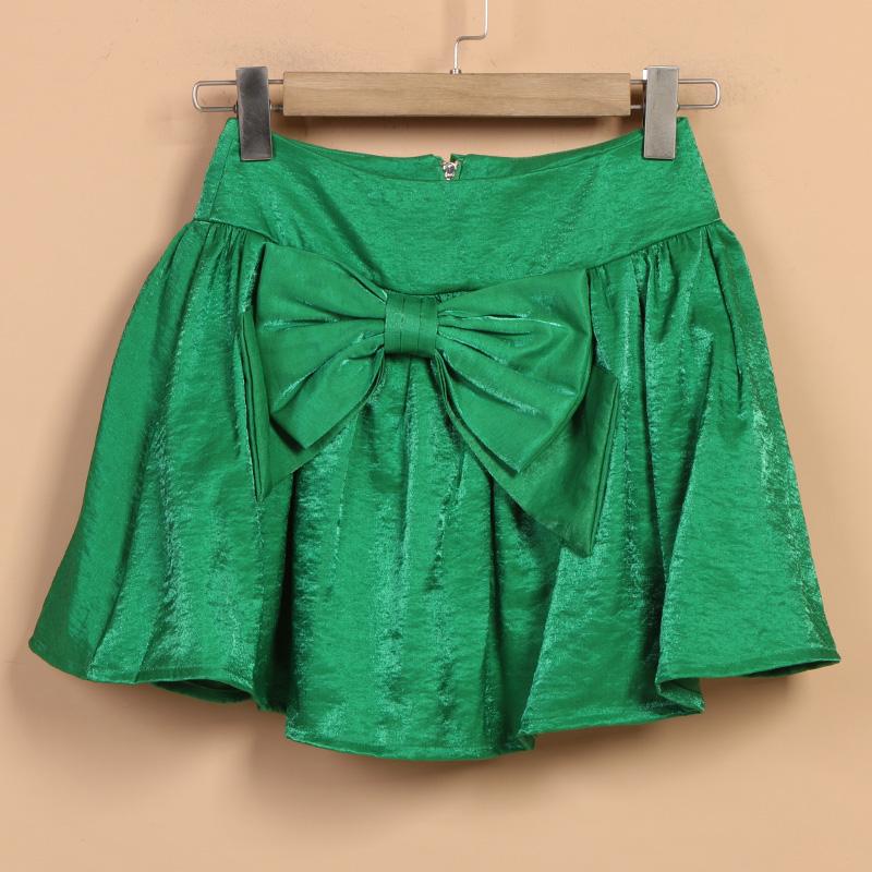 品牌刺绣短裤