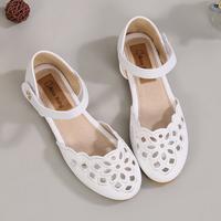 女童白色皮凉鞋