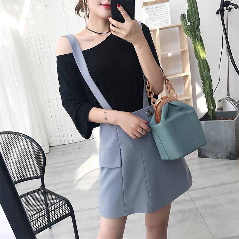 背带短裙收腰