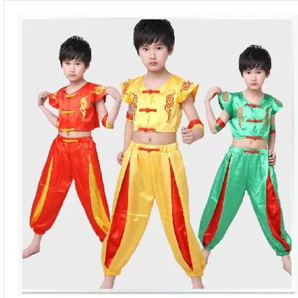 男童秧歌舞