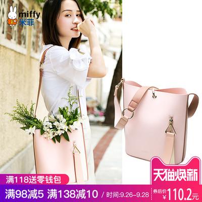 米菲水桶包女2018新款潮韩版时尚单肩女包百搭宽肩带斜跨包大包