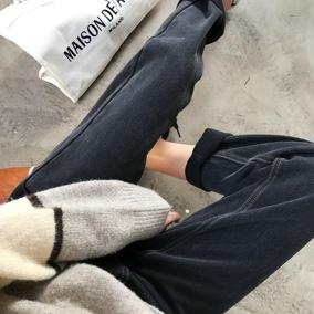 贯穿春日万能搭!好穿到舍不得脱下来的洋气炭灰色锥形牛仔裤