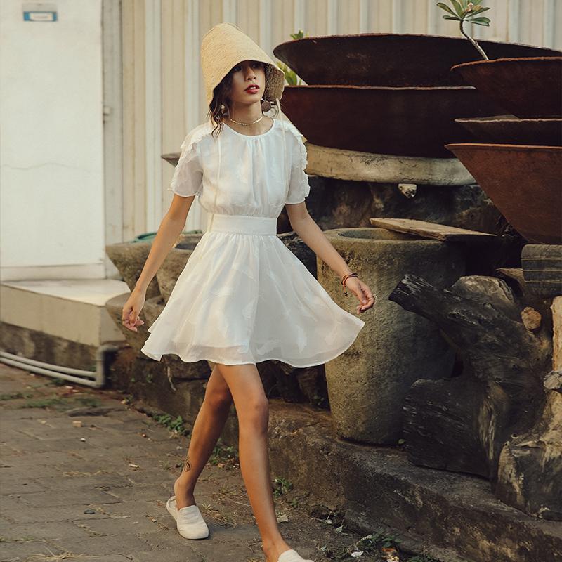 白连衣裙清纯