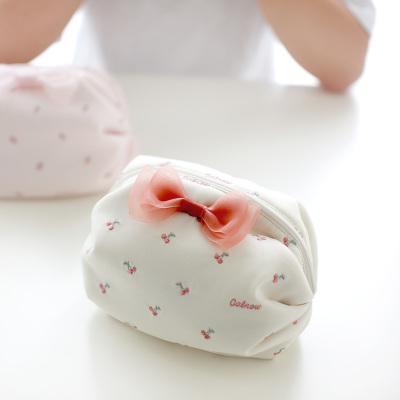calnow卡乐弗 日系洛丽塔 甜美少女心草莓刺绣化妆包小号便携迷你