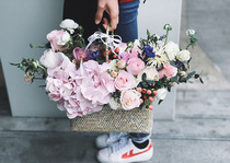 Shanghai city flower delivery rose hydrangea mix and match portable basket birthday Tanabata Valentines day girlfriend business flowers