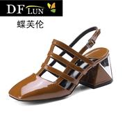 DFULUN女鞋夏天粗跟丁字带漆皮凉鞋女方头镂空亮皮包头高跟鞋