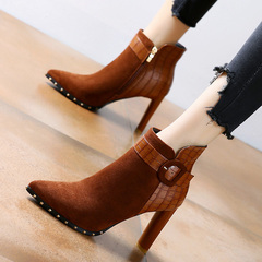 皮带扣粗跟拉链短靴