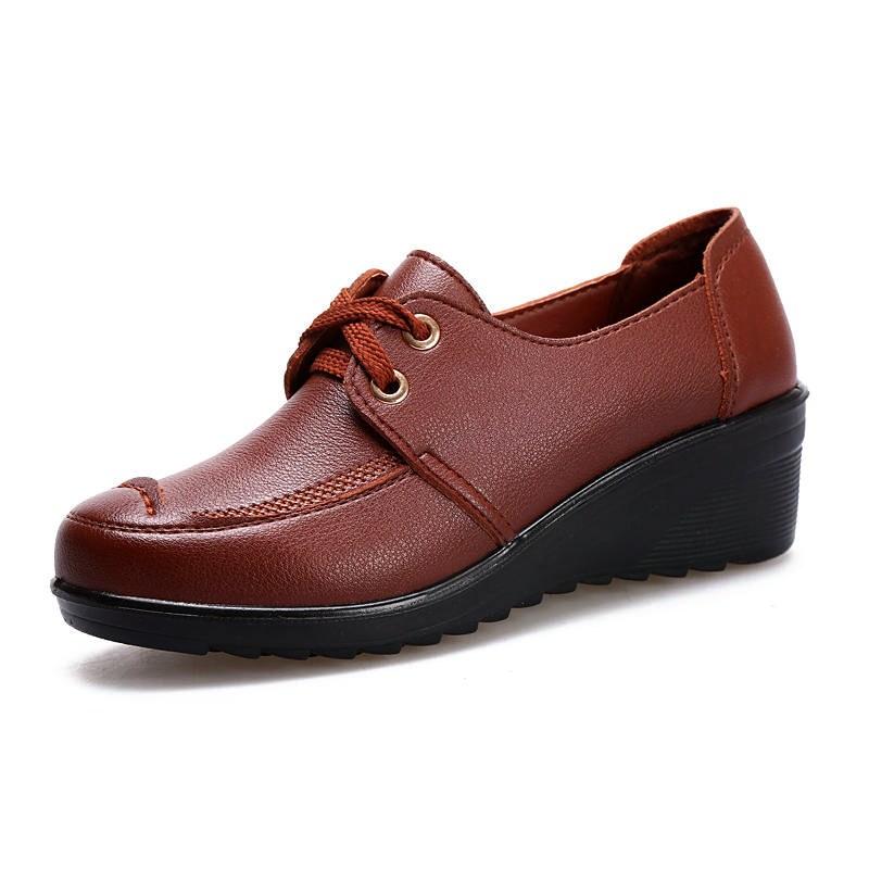 妈妈鞋休闲百搭坡跟单鞋软底平底防滑系带中跟春秋女鞋中老年皮鞋