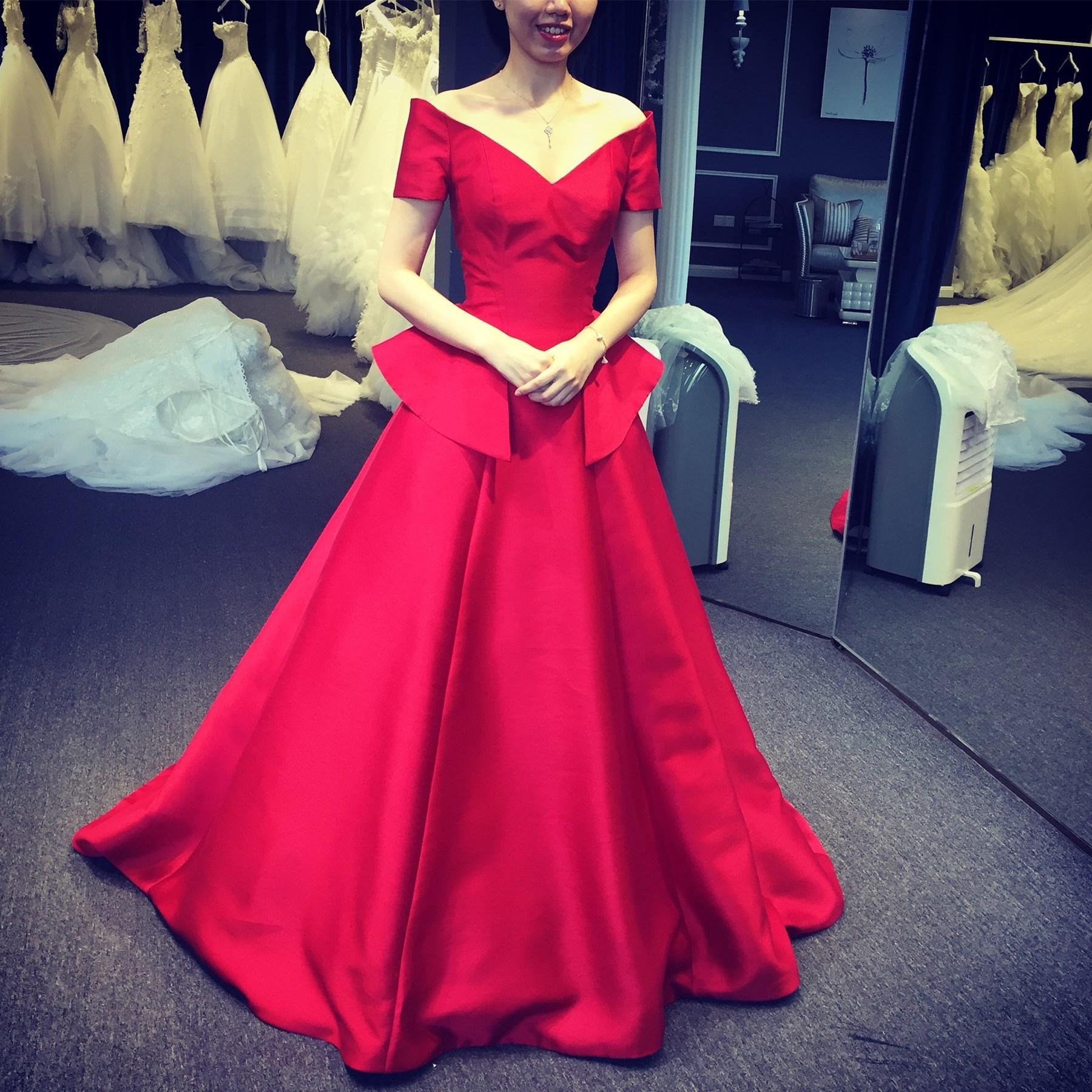 婚纱短袖红