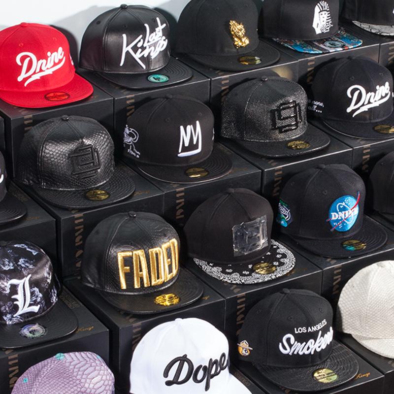 时尚平沿帽子