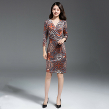 Clearing warehouse, breaking code, special V-collar pleats, elasticity, self-cultivation, elegant printing bag, buttock, middle sleeve dress, large size mid-skirt
