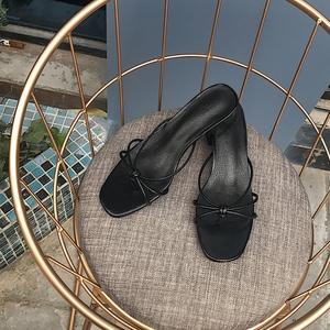 阿Q哥家 18简约时尚春夏新款中粗跟复古方头 外穿凉鞋拖鞋子女