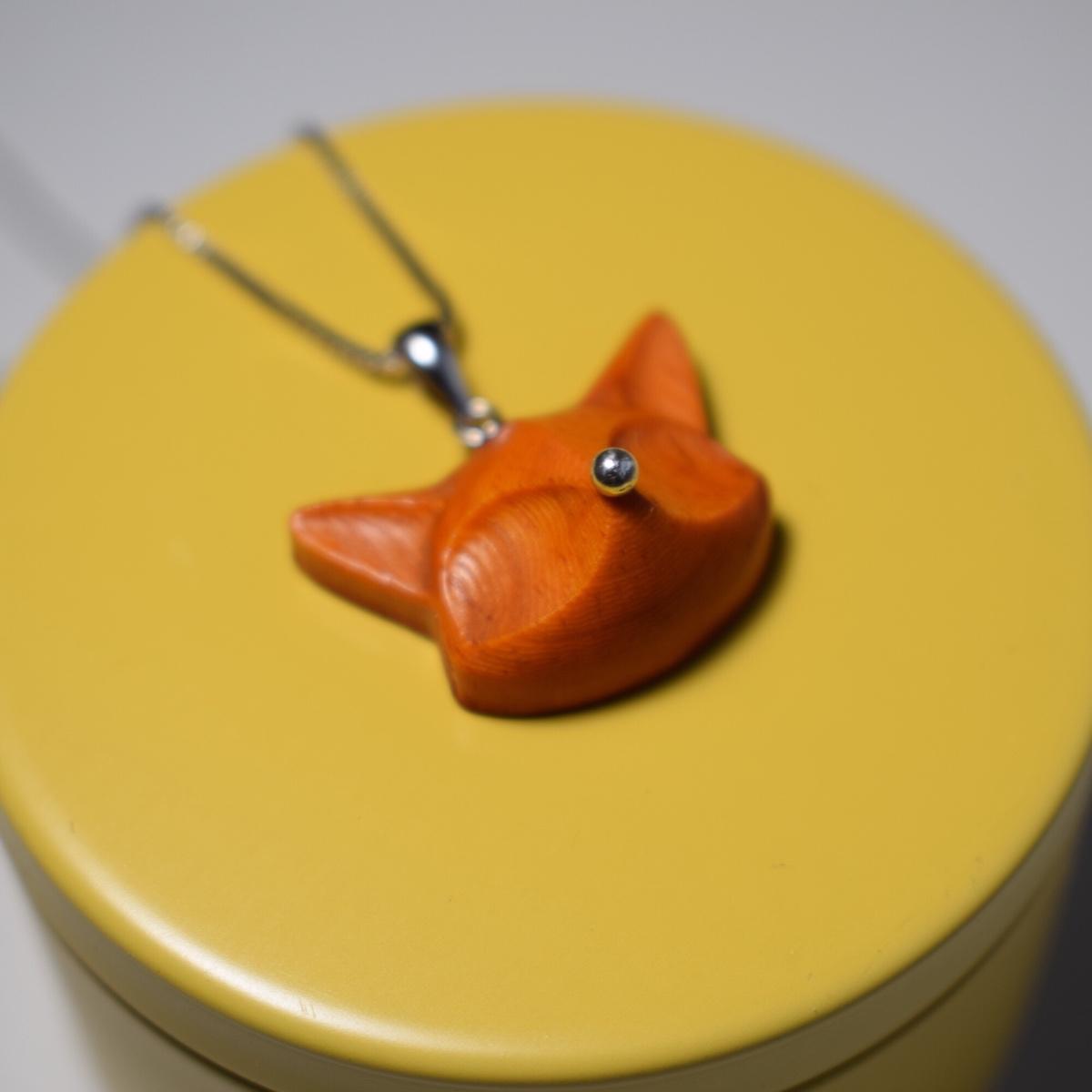 一人一半原创檀木小狐狸吊坠,个性创意设计超萌礼物