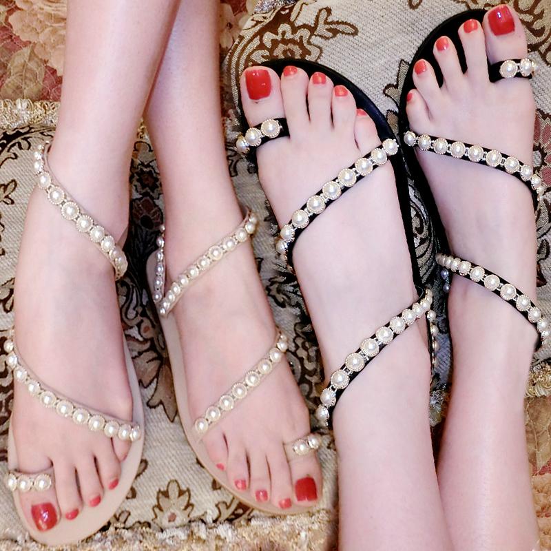 2019新款夏缠绕蛇形女沙滩平底凉鞋女珍珠套脚网红夹趾平跟凉拖鞋