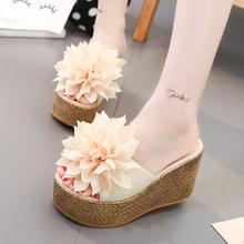 高跟沙滩拖鞋夏天女士厚底坡跟时尚一字拖甜美花朵增高松糕凉拖鞋