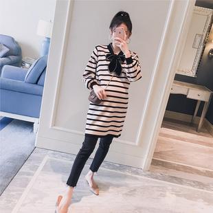 孕妇装2018冬装新款韩版系带条纹拼色宽松时尚孕妇针织毛衣连衣裙
