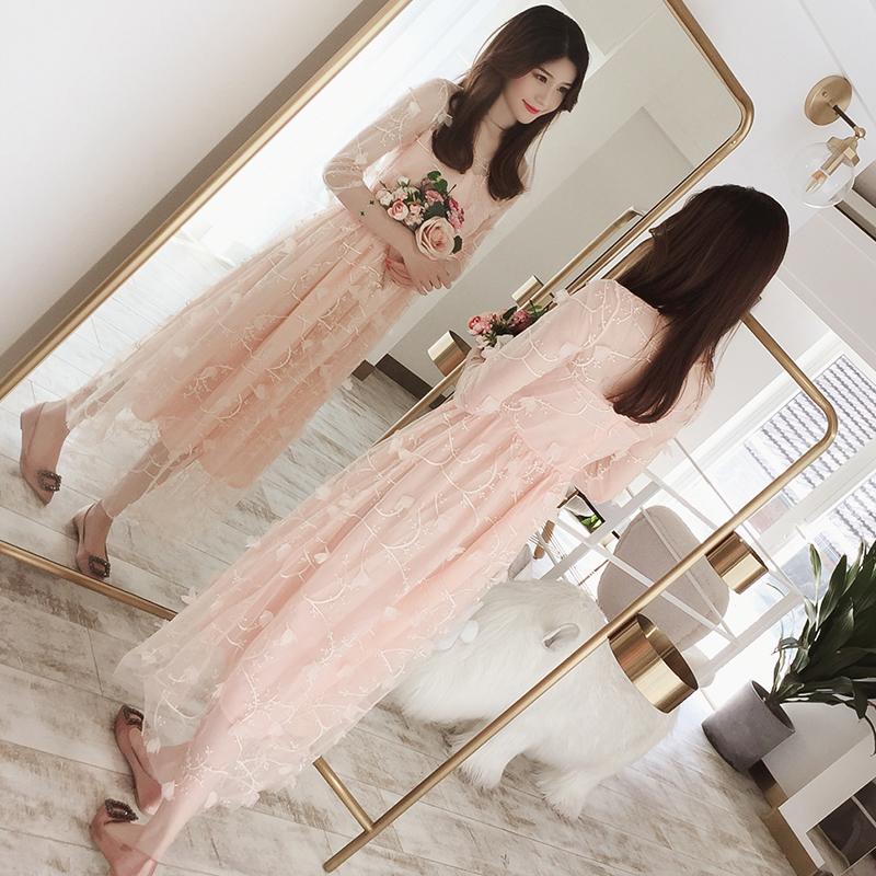 粉色网纱连衣裙