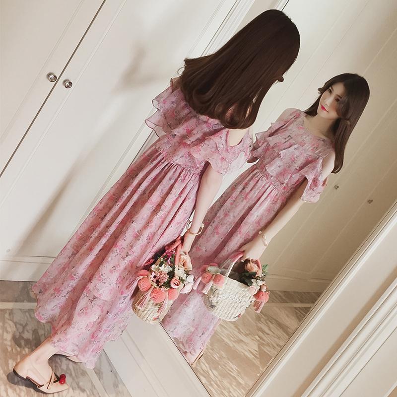 粉红色夏季连衣裙