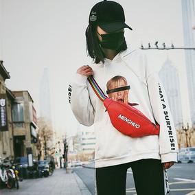 情侣挎包2018新款字母胸包女皮韩版彩色宽肩带斜挎腰包时尚小包包