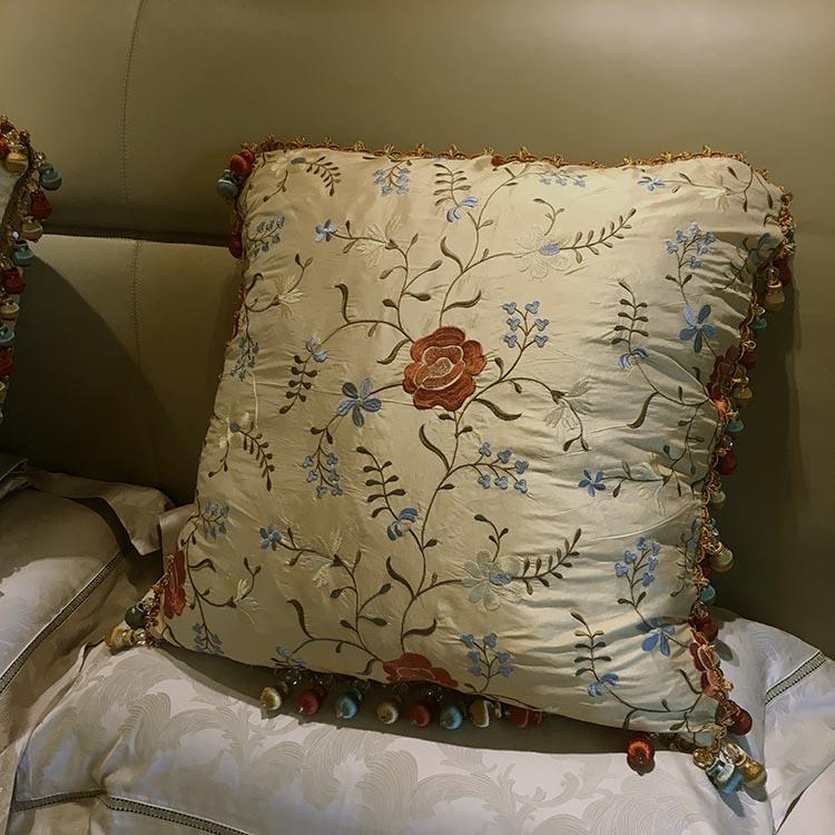 伊丽莎白真丝双宫绸绣花 豪华床背靠枕 欧枕 大号床背抱枕定制