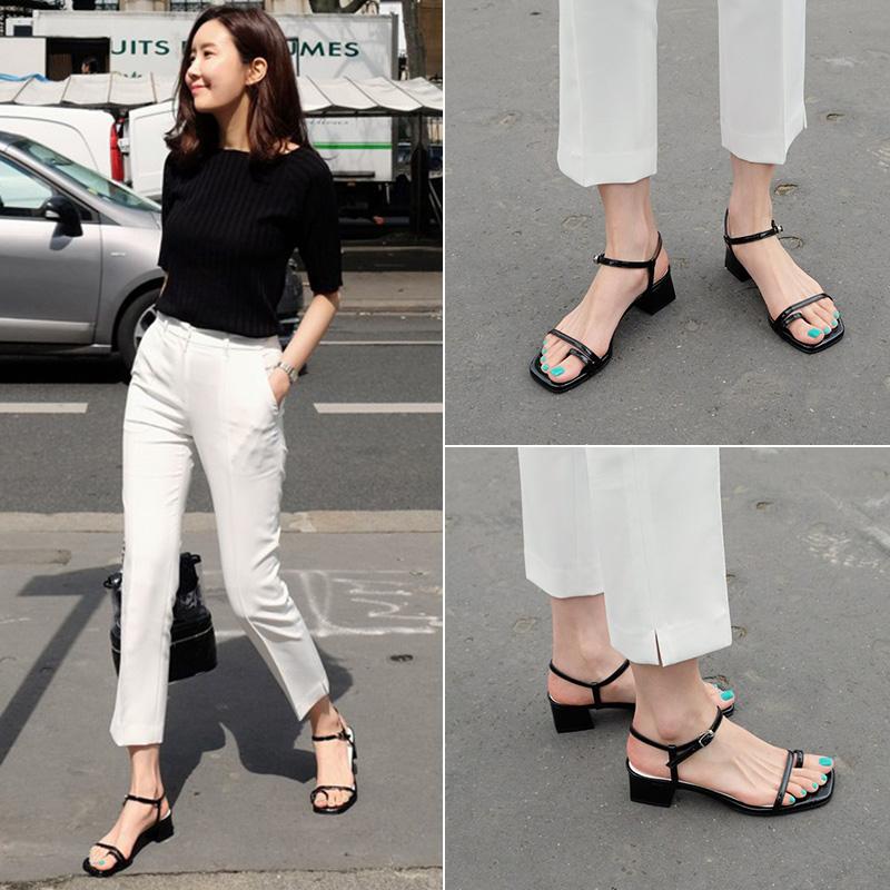 2019夏季新款一字带粗跟凉鞋女中跟黑色套趾百搭学生简约罗马凉鞋