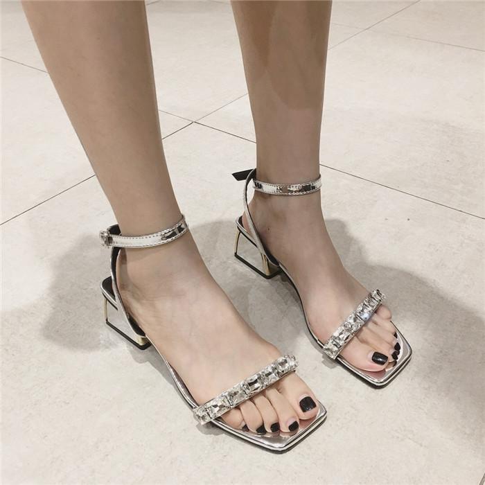 2018夏季新款一字带搭扣水钻粗跟凉鞋中跟露出方头性感百搭女鞋潮