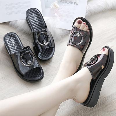 妈妈拖鞋夏季外穿凉拖软底防滑2018新款中老年时尚女士坡跟中年人